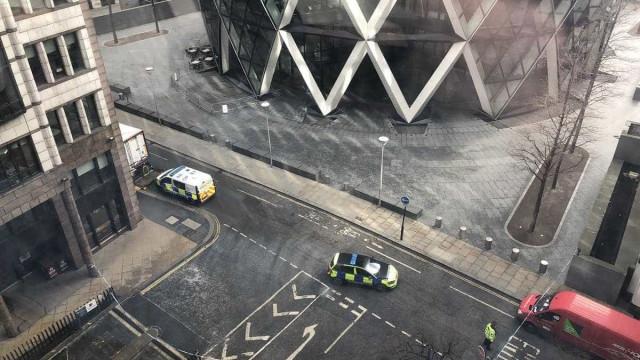 Polícia britânica investiga pacote suspeito em Londres