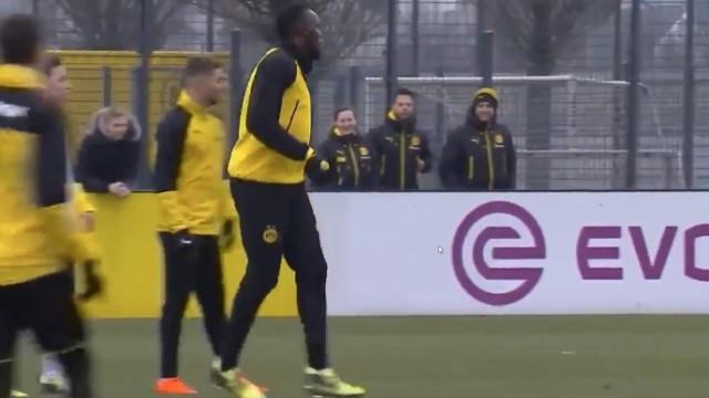 Usain Bolt estreia-se a marcar no Borussia Dortmund... de cabeça