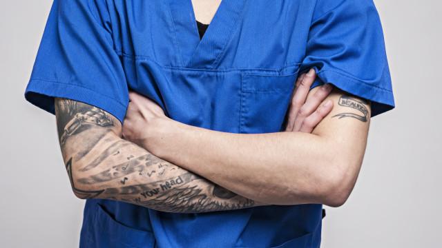 """Regras """"chocantes"""" no Hospital de Cascais. Fim de piercings e tatuagens"""