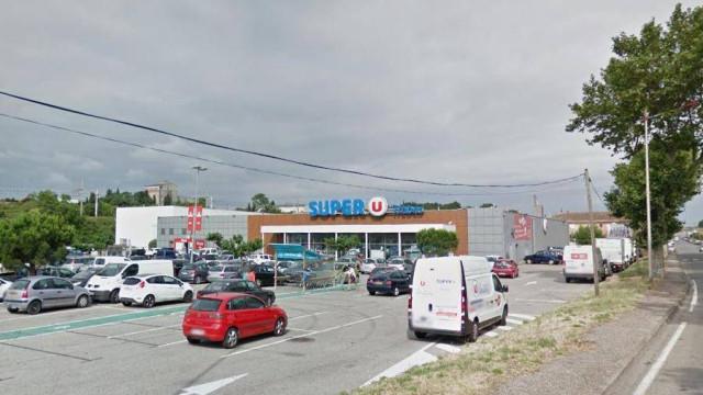 Homem faz reféns em supermercado em França. Diz ser do Daesh