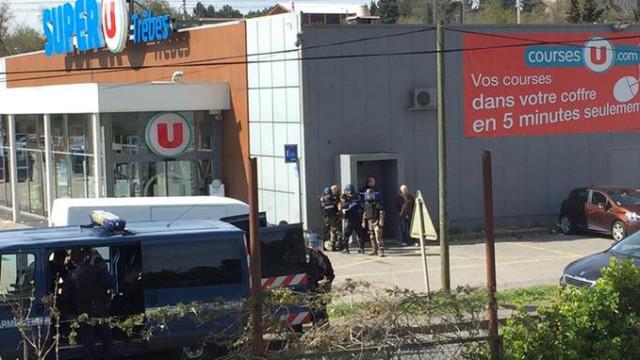 Autor de sequestro em supermercado abatido pela polícia