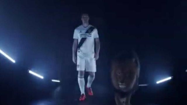 LA Galaxy apresenta Zlatan com... um leão