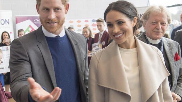 Príncipe Harry e Meghan Markle fazem visita surpresa à Irlanda