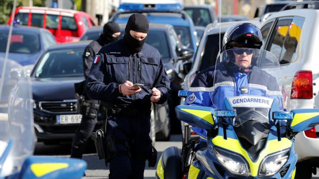Ataque em França: Companheira de atacante morto suspeita de radicalização