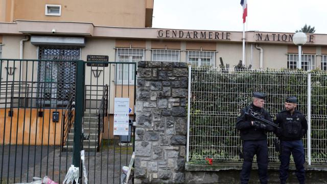 Mãe e irmão de polícia herói elogiam coragem de Arnaud Beltrame