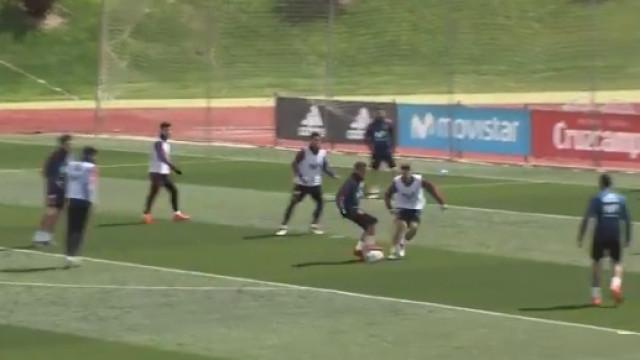Lucas Vázquez deu 'baile' e marcou golaço no treino da seleção espanhola