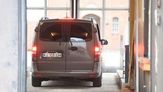 Carles Puigdemont já foi levado para uma prisão alemã