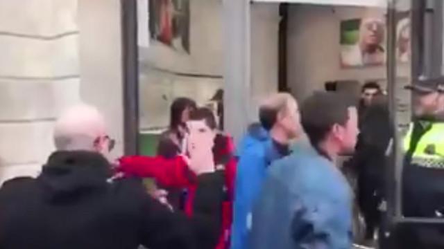 Criança que levava bandeira espanhola é agredida em Barcelona