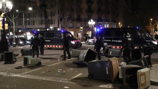 Catalunha (outra vez) a 'ferro e fogo'. Confrontos causam 98 feridos