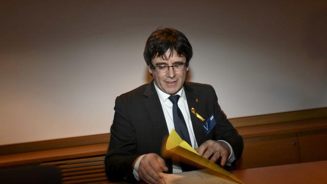 Tribunal alemão prolonga prisão preventiva de Carles Puigdemont
