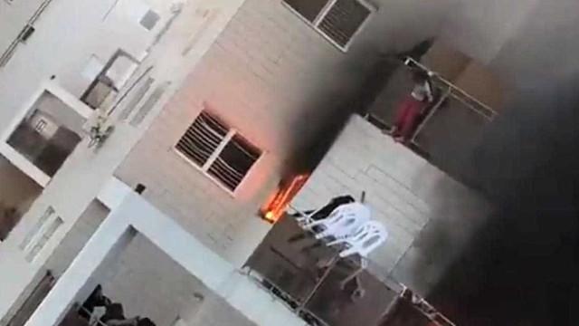 Menina salta de varanda para fugir às chamas. É salva por lençol