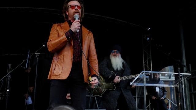 "Emma Gonzalez é ""mentirosa"", diz vocalista dos Eagles of Death Metal"