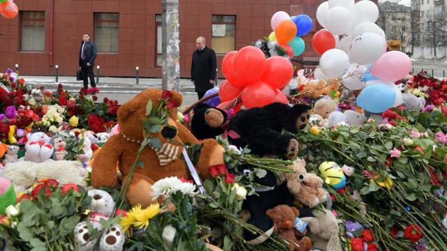 Morreram 41 crianças no incêndio em centro comercial na Sibéria