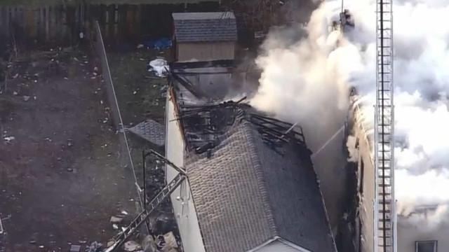 Incêndio em curso em Newark atinge três edifícios