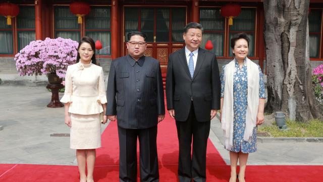 As imagens da primeira visita ao estrangeiro de Kim Jong-un desde 2011