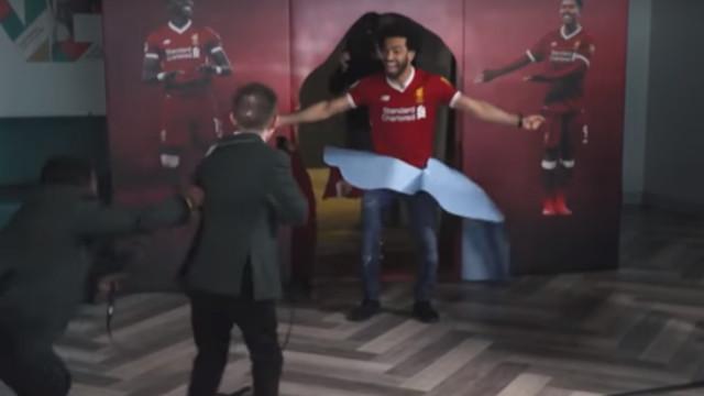 Mo Salah surpreende crianças e a reação delas é brilhante