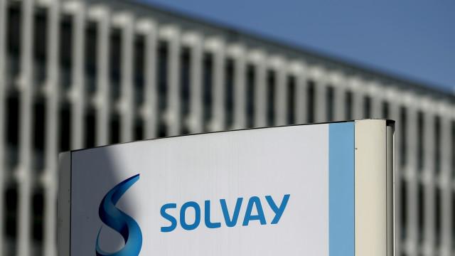 Solvay dispensa 500 funcionários, 90 em Portugal