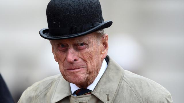 Príncipe Filipe já saiu do hospital após cirurgia à anca