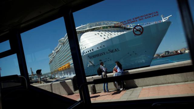 Portugueses entre primeiros passageiros do maior navio de cruzeiros