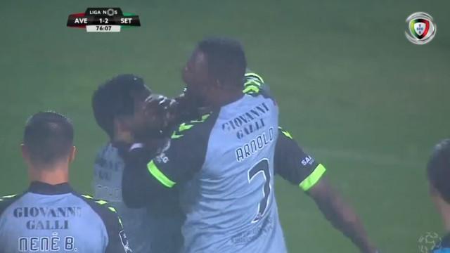 Edinho chegou ao hat-trick com um 'tiro' indefensável