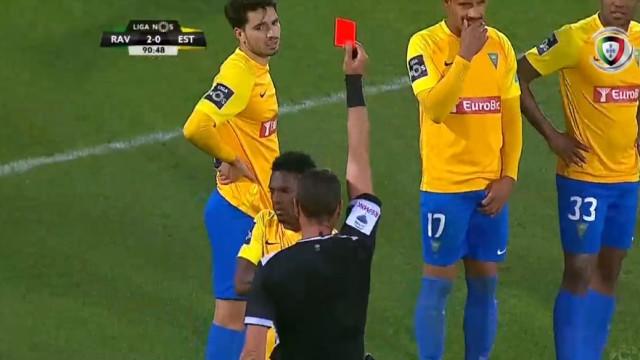 VAR 'oferece' cartão vermelho a Mano