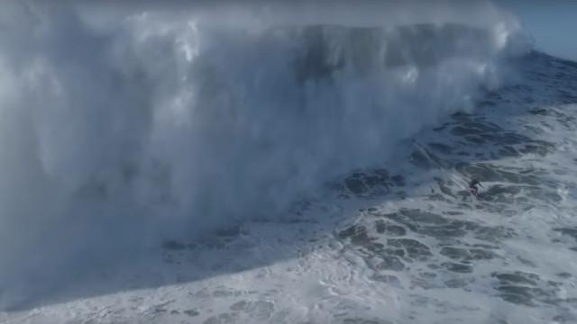 Drone gravou uma onda monstruosa de Steudtner na Nazaré