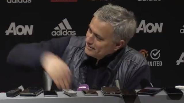 """Mourinho venceu e chamou Carvalhal para a conferência: """"Bora!"""""""