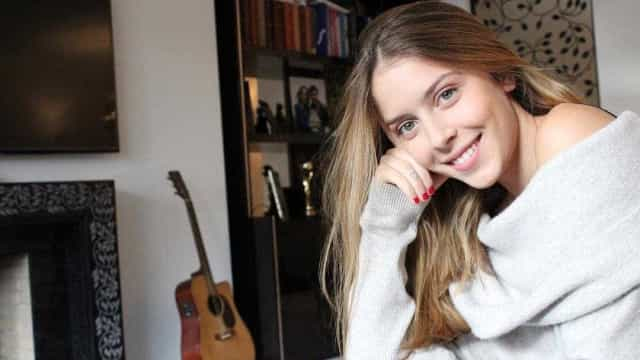 Sara Carreira assume namoro publicamente com foto romântica