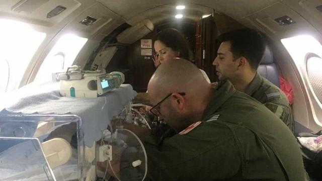 Força aérea ajuda recém-nascido nos Açores a chegar ao continente