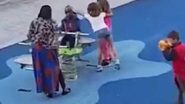 Racismo. Crianças afastam menino negro em parque infantil em Bilbau