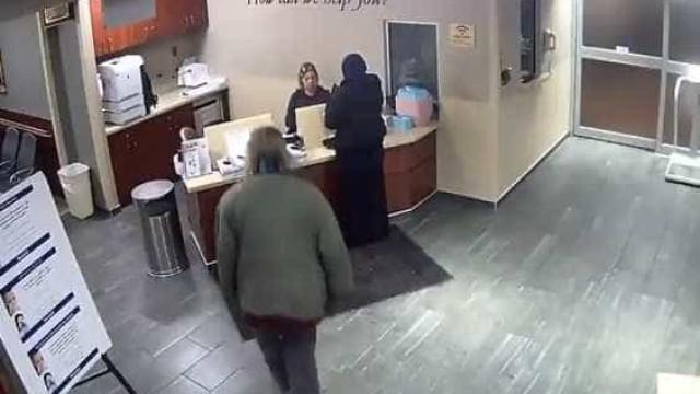 Homem ataca jovem muçulmana durante ida às urgências do hospital