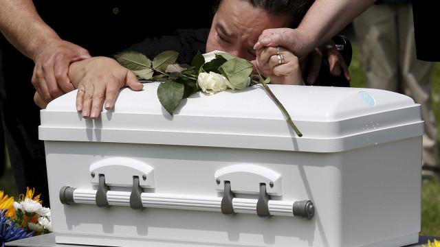 Governo britânico vai cobrir custos de funerais de crianças