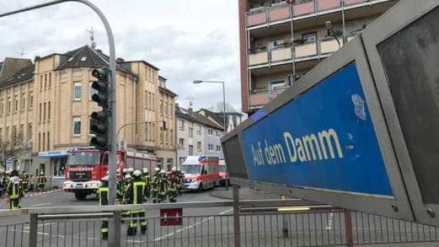 Colisão de dois metros faz, pelo menos, 35 feridos na Alemanha