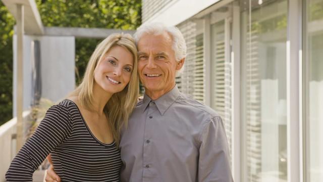 Homens mais velhos preferem mulheres mais novas, diz ciência (é oficial)