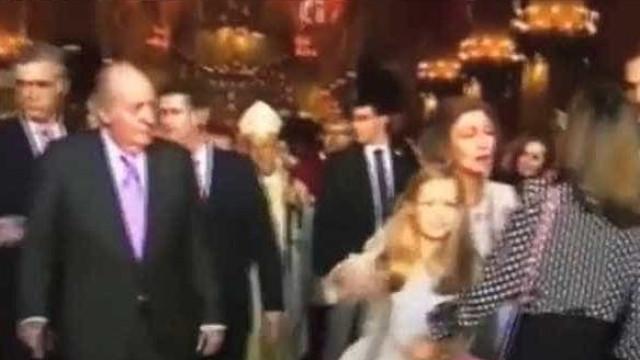 Vídeo: Rainha Letizia e Sofia desentendem-se em público