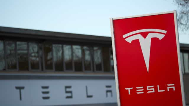 Tesla vai aumentar preço de carros com opção de condução autónoma