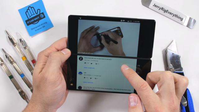 Vídeos mostram-lhe um dos smartphones mais singulares da atualidade
