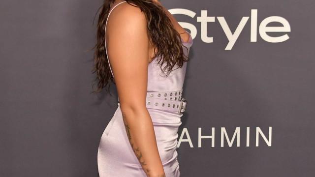 Demi Lovato exibe o rabiosque em fato de banho