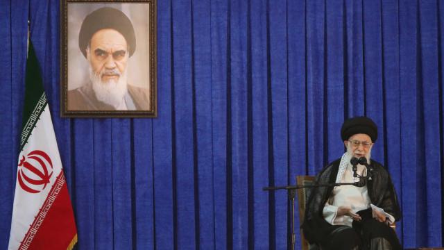 Irão anuncia novo míssil no dia em que Khamenei faz críticas internas