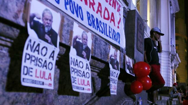 Lula não se vai entregar. Defesa entrou com pedido de habeas corpus