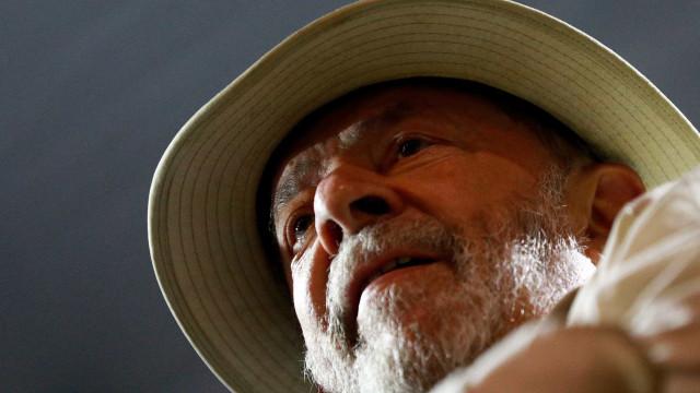 Lula da Silva assume que se vai entregar às autoridades