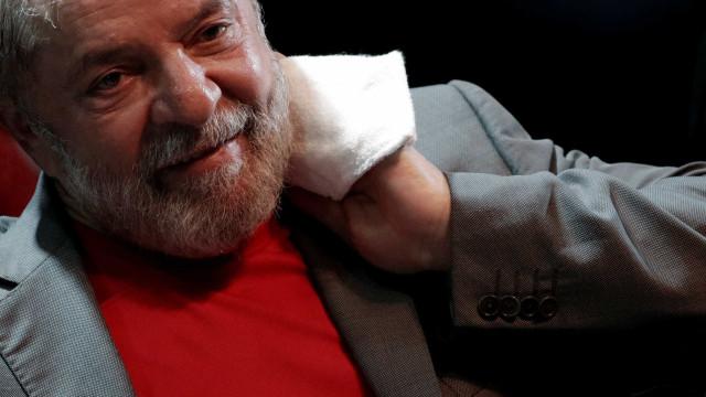 Acabou o prazo dado a Lula. Defesa negoceia entrega