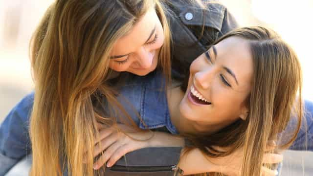 Mais de metade das mulheres prefere melhor amiga ao parceiro