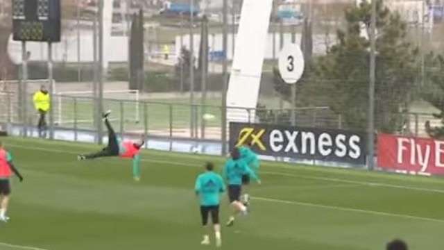 Cristiano Ronaldo tomou-lhe o gosto: Nova 'chilena' no treino