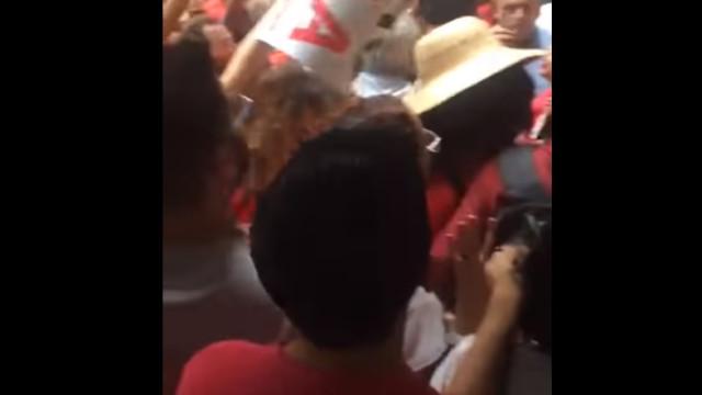 Apoiantes de Lula expulsam repórter da sede do Sindicato