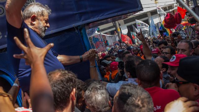 Lula da Silva entrou na prisão para cumprir pena de 12 anos e um mês