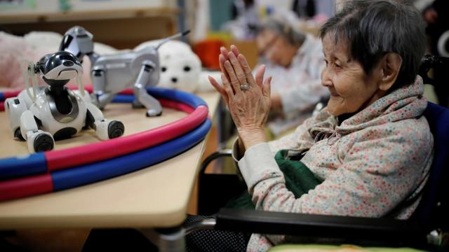 Neste país, os robots (também) servem para ajudar idosos