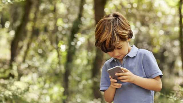 Uma em cada quatro crianças com menos de seis anos tem telemóvel