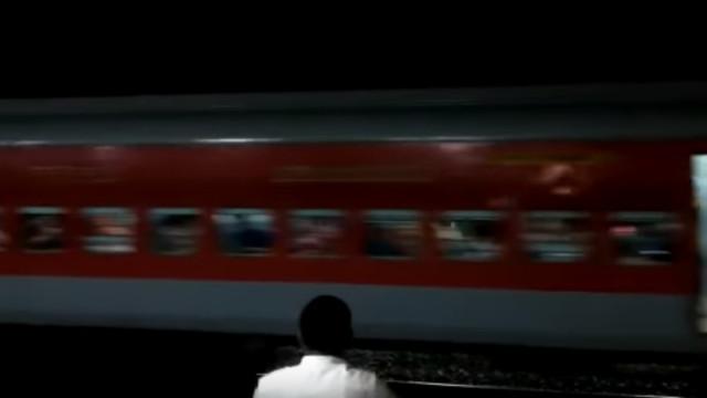 Vinte e duas carruagens soltaram-se de comboio. Pânico instalou-se