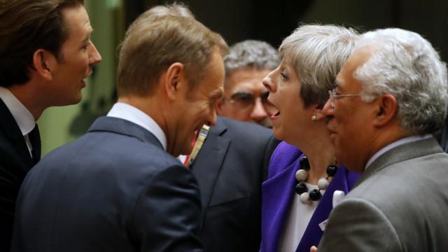 Costa encontra-se hoje com Theresa May para preparar pós-Brexit